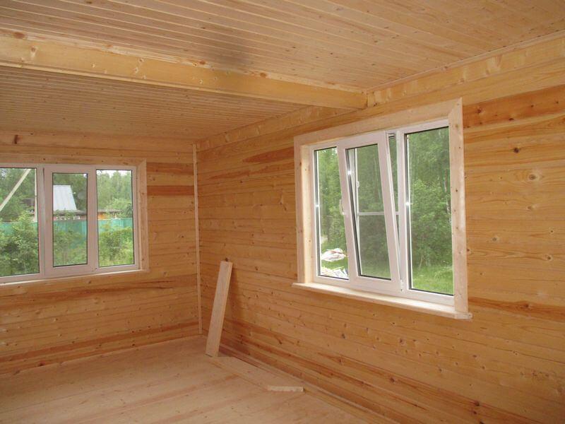 устанавливаются специальные двери и окна