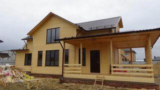 большой дом из бруса с террасой